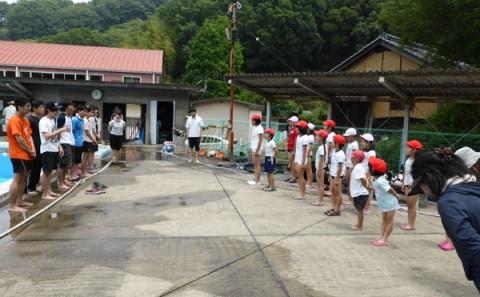霞丘小学校のプール清掃ボランティア(2014年)