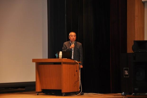 産業科学技術学部教授西川先生