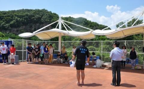 着衣水泳教室が開催されました。