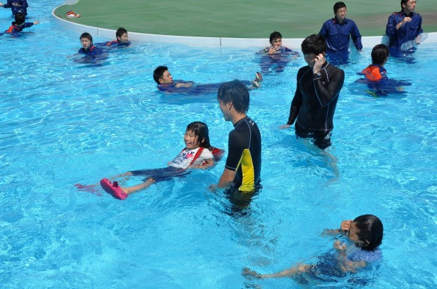 着衣水泳教室実演
