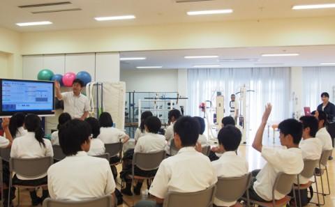 岡山県立玉野高等学校の皆さまによる学内見学