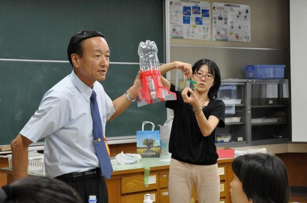 妹尾教授のペットボトルロケット