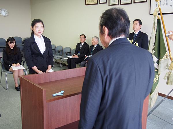 森辰子留学生奨学金授与式の様子
