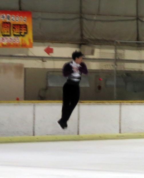 田中刑事さんジャンプ