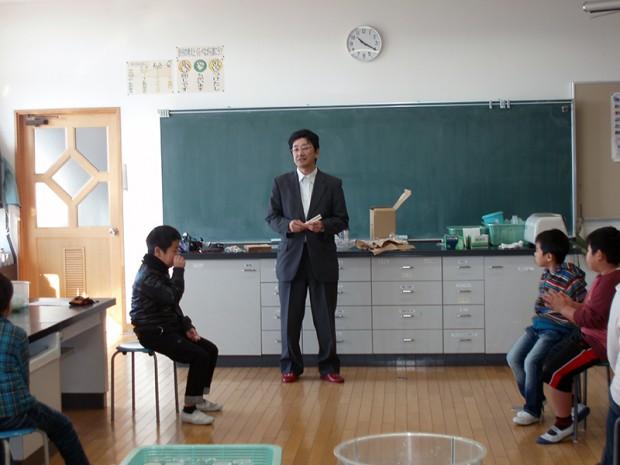 お話をする仲章伸教授