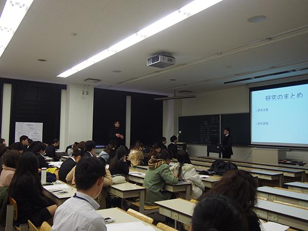 観光学科平成26年度卒業論文発表会口頭発表後の質疑応答