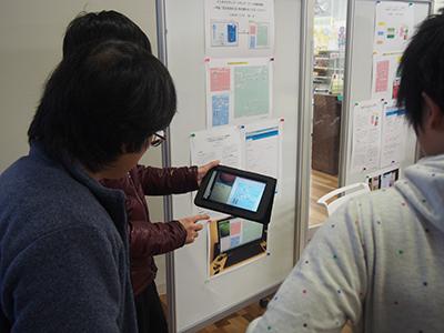 経営情報学科卒業論文発表会タブレットを利用した詳細説明