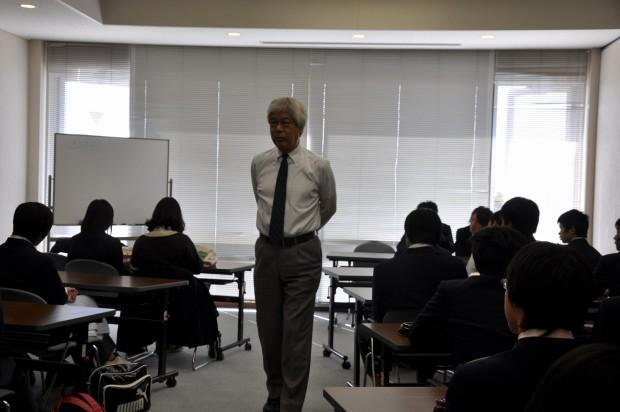 濱家輝雄教授と吉備高原学園高等学校の学生さん