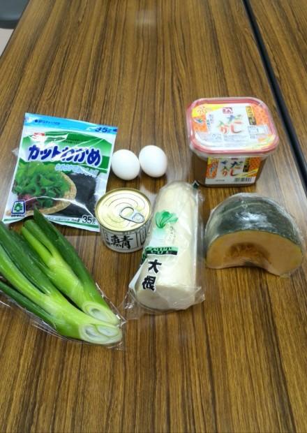 缶詰と常備野菜など