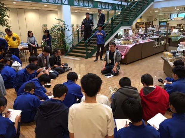 北川中学校生徒に絵画指導