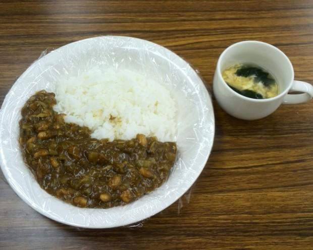 シーフードカレーとスープ