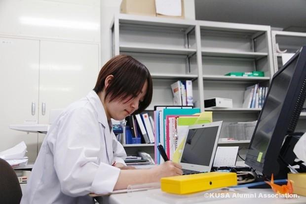 勉強中の三浦さん