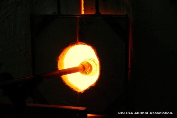 ガラスを炉に入れる