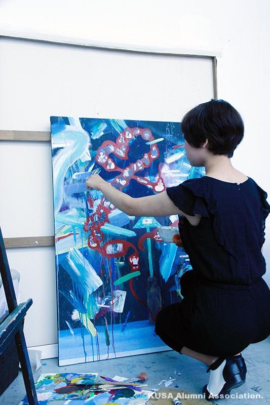 制作活動中の中野優花さん