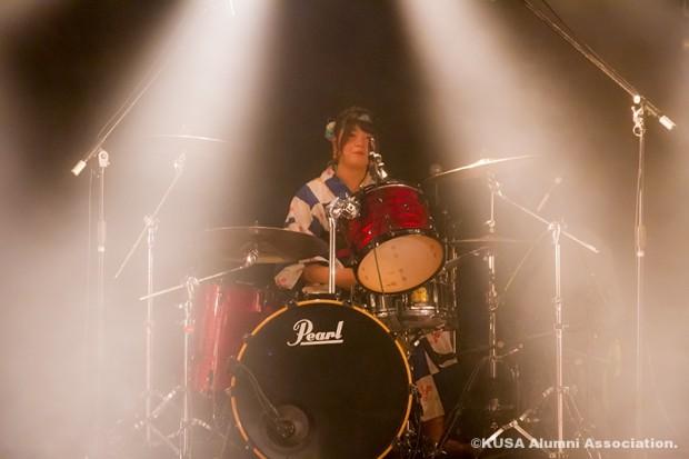ドラムの安達梓さん