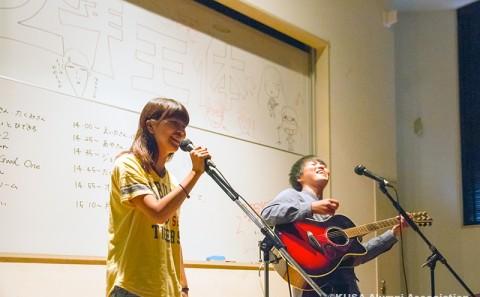 アコースティックギター部の学内ライブが開催されました。