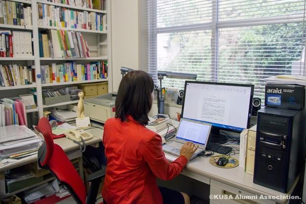 松岡智子教授の研究室