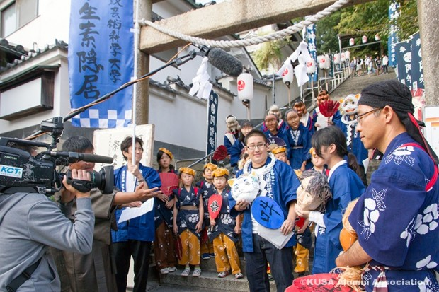 阿智神社入口で倉敷ケーブルテレビの生放送に出演