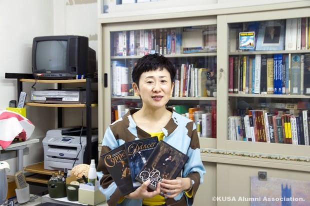 DVDを持つ江原雅江先生
