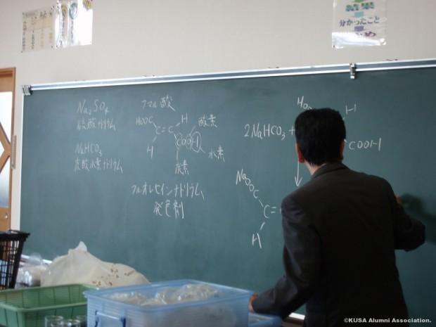 科学の説明をする仲教授