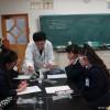 「湿布薬を作ろう」実験の様子