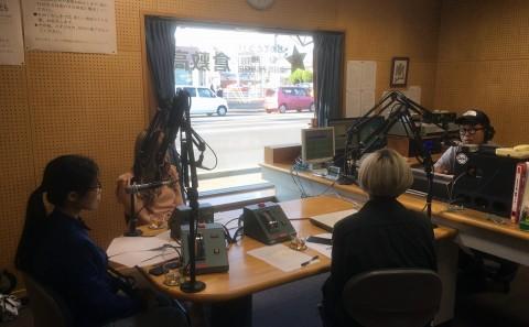 川上ゼミの学生がラジオに出演しました。
