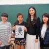 書道サークルメンバーと留学生