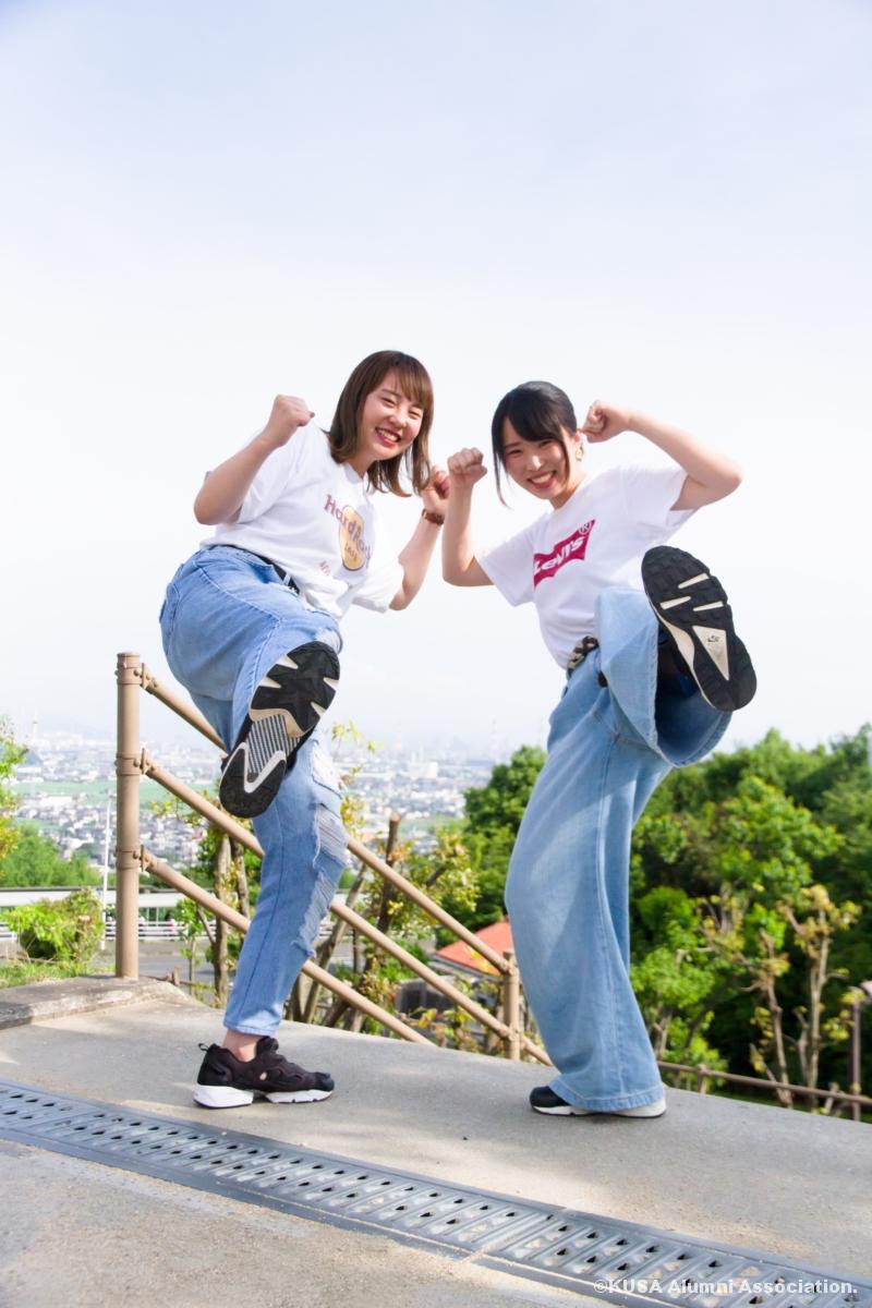 松野麻由佳さんと髙田成美さんキックポーズ