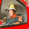 消防車に乗る学生さん