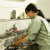 餌皿を洗う