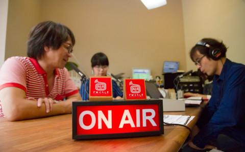 中川教授と山下非常勤講師がラジオに出演しました。
