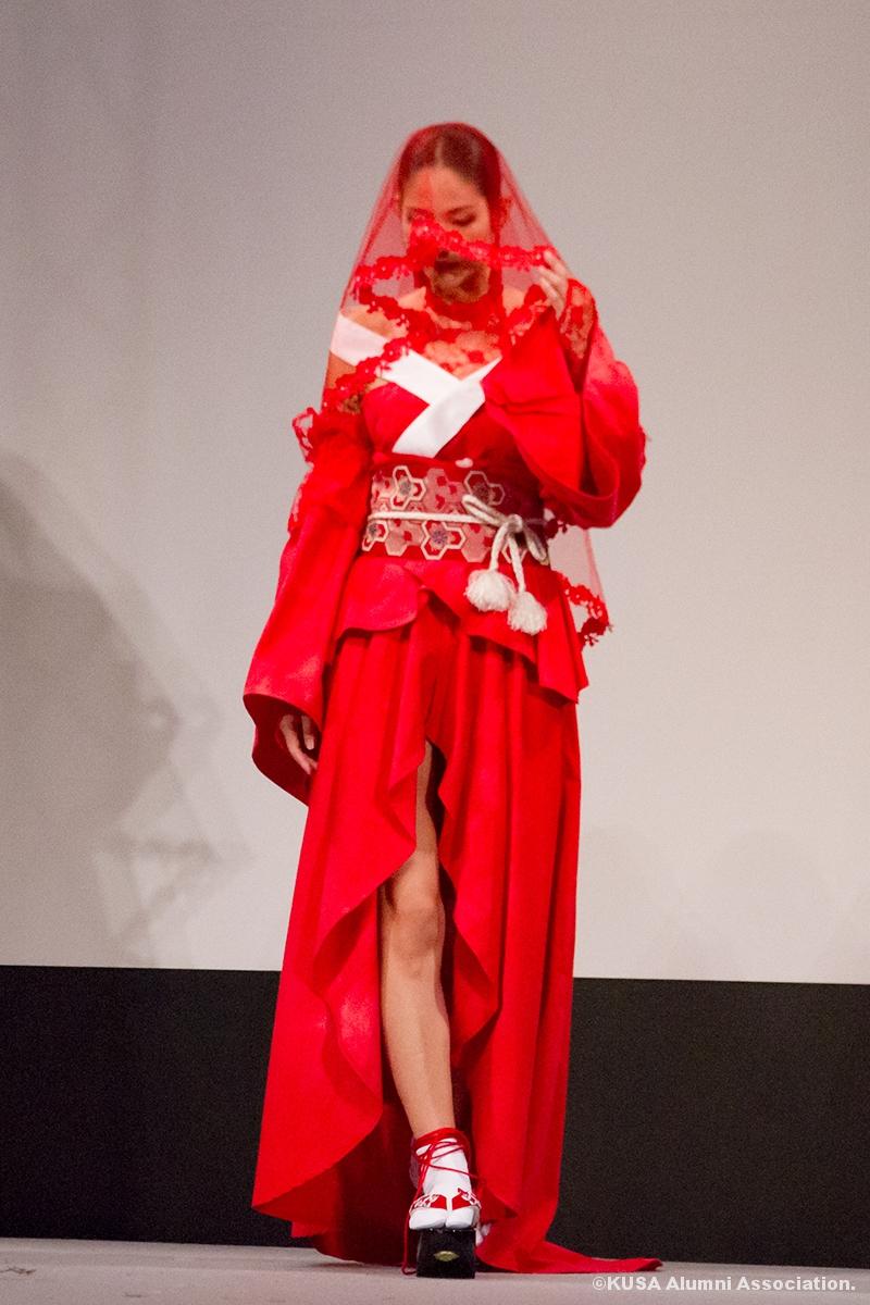 潮さんの作品を着たモデル