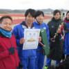 賞状を持つ雅マラソンチーム