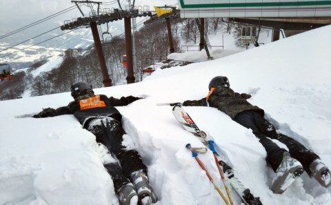 健康科学科の学生がスキー・スノーボードの学外実習に行きました。