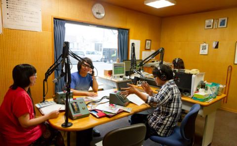 中川教授と山下非常勤講師がラジオに出演しました(20180615)。
