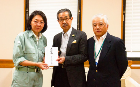 倉敷市長へ義援金をお渡ししました。