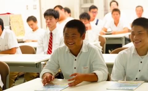 関西高等学校が学内見学に訪れました(20181002)。