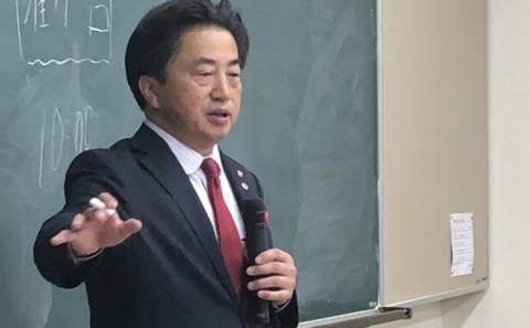 総社市長片岡 聡一 氏による講義が行われました。