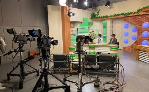 学生がテレビに出演しました。